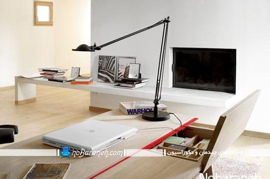 میز تحریر ظریف چوبی با طراحی و نمای ظاهری ساده