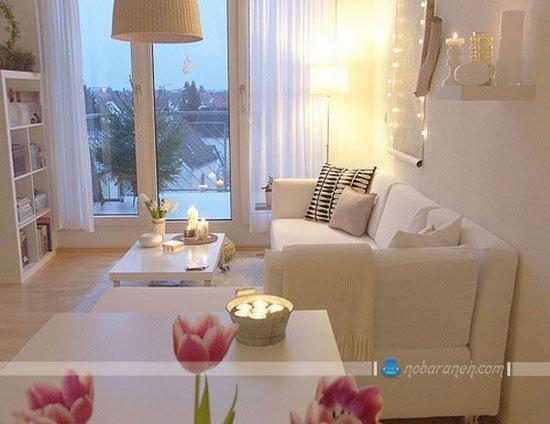 چیدمان ساده مبل و کاناپه سفید رنگ در اتاق نشیمن کوچک / عکس