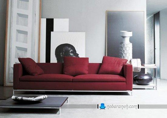 کاناپه راحتی زرشکی رنگ دو نفره با کوسن های سه قلو / عکس