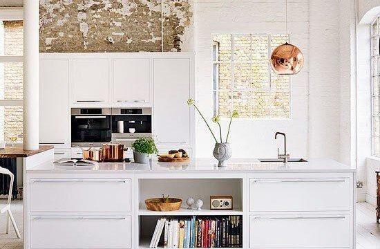 مدل آشپزخانه اپن با طراحی دکوراسیون مدرن و سفید رنگ