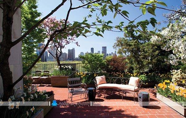 مدل روف گاردن زیبا و دلباز با فضای مخصوص نشیمن، مدل کفپوش آجری و سنگی برای پشت بام خانه