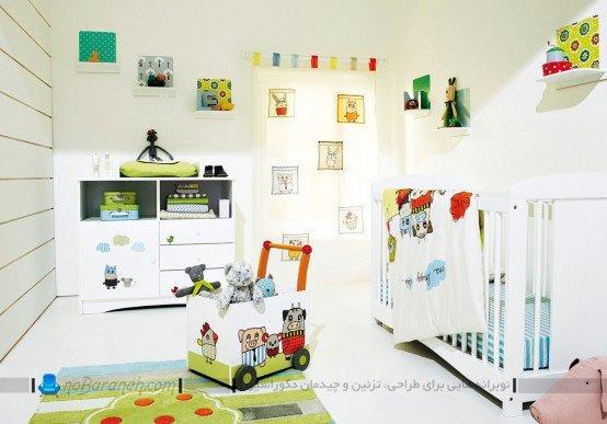 طراحی و تزیین اتاق نوزاد با رنگ سفید و تزیینات رنگی، عکس اتاق خواب نوزاد
