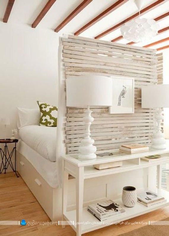چیدمان میز چوبی و پارتیشن بندی تخت خواب