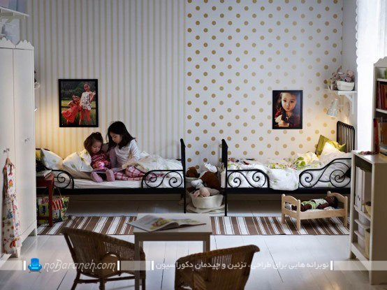کاغذ دیواری اتاق بچه ها با طرح راه راه و نقطه چین طلایی / عکس