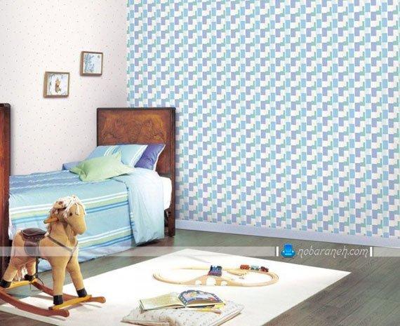 کاغذ دیواری کودک پسر با زمینه آبی