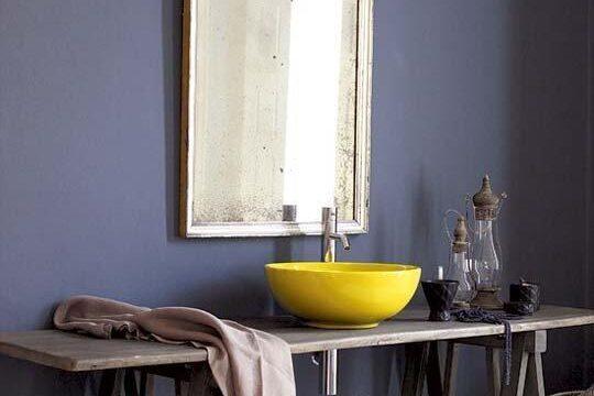 تغییر رنگ دیوار حمام و دستشویی به بنفش