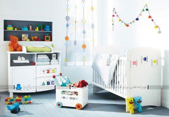دیزاین اتاق نوزاد با رنگهای شاد در کنار سفید