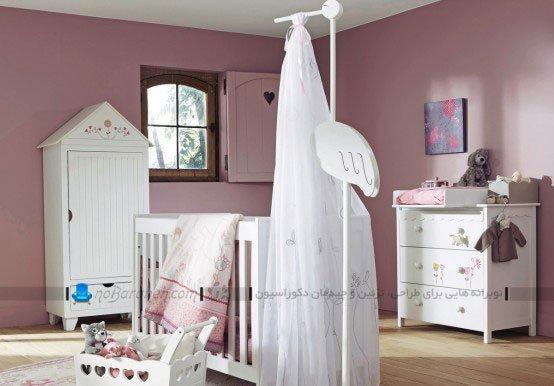 طراحی دکوراسیون اتاق نوزاد با سفید و بنفش