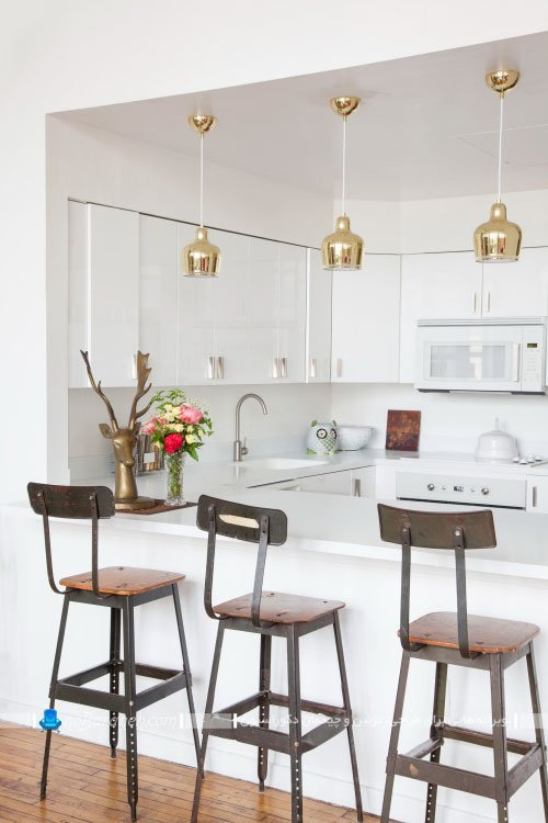 دکوراسیون مدرن آشپزخانه در خانه کلاسیک
