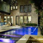 استخرهای خانگی روباز، ساخته شده در باغ و حیاط خانه ویلایی