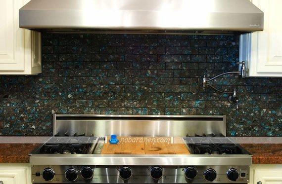کاشی های آجری و تیره رنگ برای دیوار آشپزخانه، تزیین و پوشش فضای اطراف هود و اجاق گاز با کاشی های دیواری مدرن