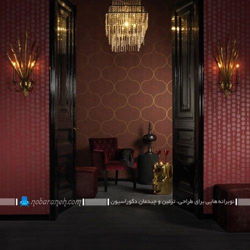 نصب کاغذ دیواری زرشکی رنگ سلطنتی
