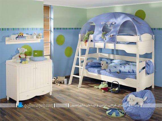 تخت خواب بچه گانه دو طبقه پسرانه برای کودکان زیر 8 یا 7 سال. دکوراسیون اتاق کودک با چیدمان تخت خواب دو طبقه نردبان دار.