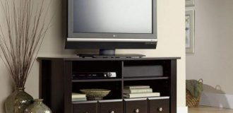 میز تلویزیون چوبی با طراحی ساده و شیک