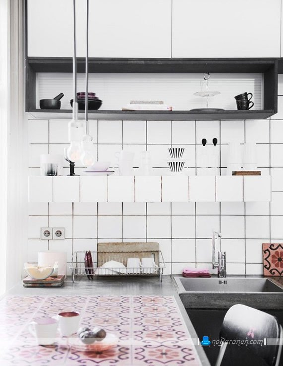 طرح ساده و مدرن کاشی آشپزخانه به شکل مربع و سفید رنگ