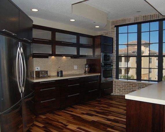 دیزاین آشپزخانه با رنگ قهوه ای / عکس