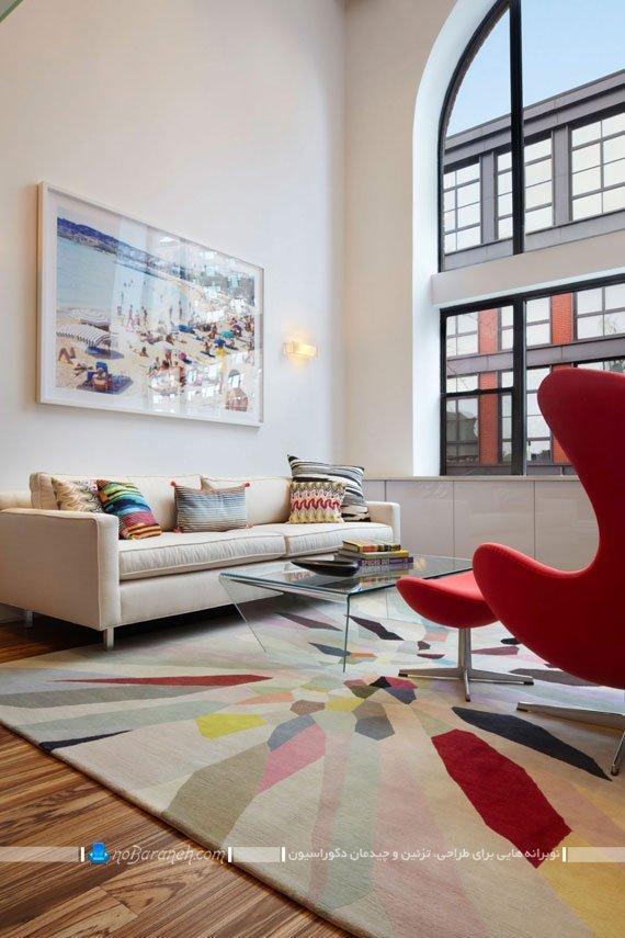 چیدمان مبلمان های رنگی در خانه دوبلکس