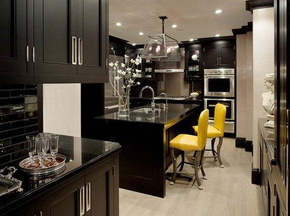 عکس دکوراسیون آشپزخانه سنتی با رنگ سیاه