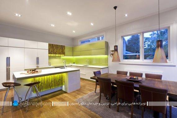 نورپردازی مدرن در آشپزخانه اپن با کابینت های سفید و کاشی های سبز رنگ