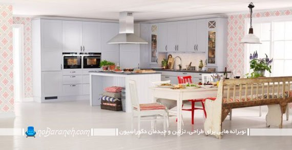 آشپزخانه جزیره ای با کابینت سفید رنگ