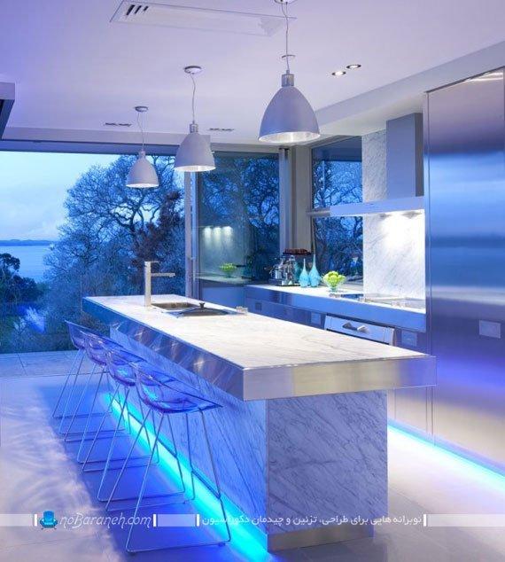 نورپردازی زیبا و آبی رنگ در آشپزخانه اپن مدرن