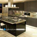 کابینت های چوبی آشپزخانه با رویه و صفحه های استیل براق