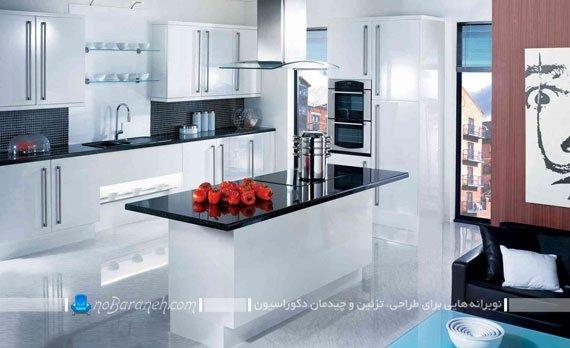 طراحی دکوراسیون آشپزخانه با کابینت های سفید و کاشی دیواری سیاه رنگ