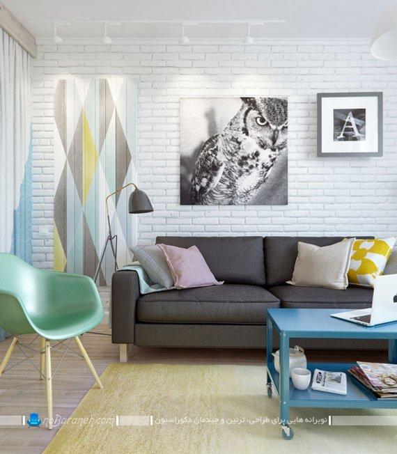 تزیین و دیزاین دیوارهای اتاق نشیمن با دیوارپوش آجری و تابلو تزیینی