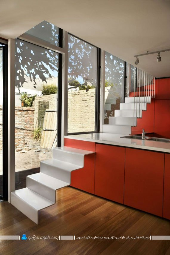 پله های دوبلکس در کنار میز اپن ایده های خلاقانه برای میز اپن