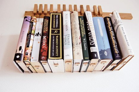 کتابخانه چوبی و دیواری با طراحی ساده