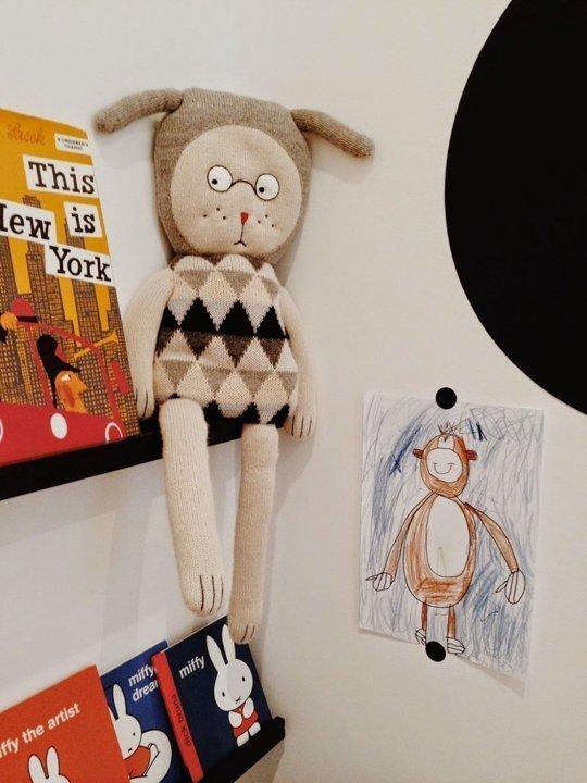چیدن عروسک در اتاق بچه