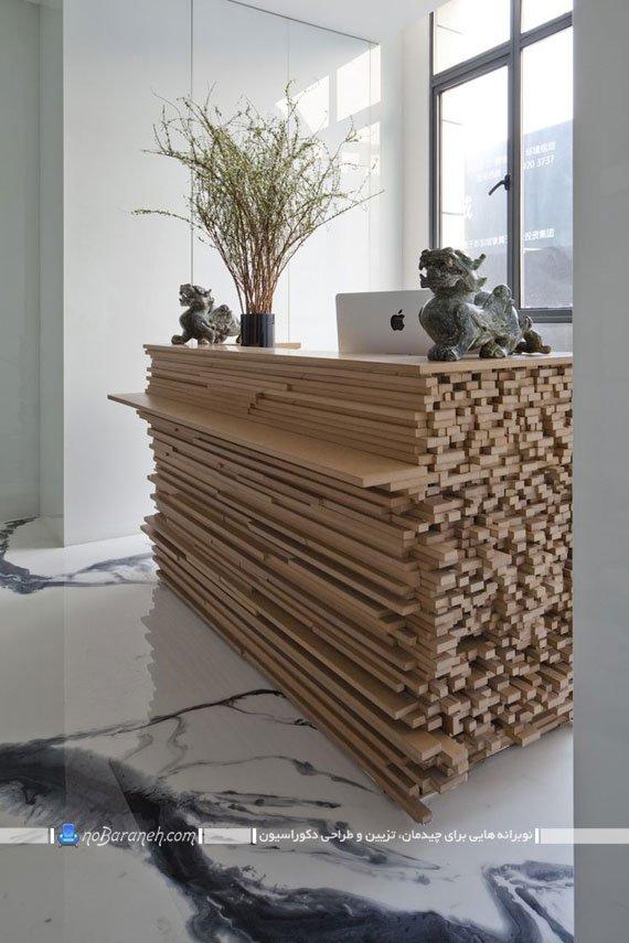 میز چوبی هزار تکه در یک محیط اداری چینی
