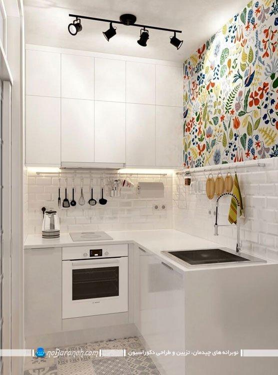 تزیین دیوارهای آشپزخانه با تابلو و استیکر