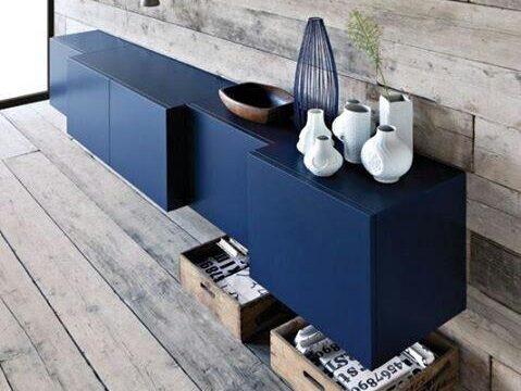 کمد چوبی و آبی رنگ
