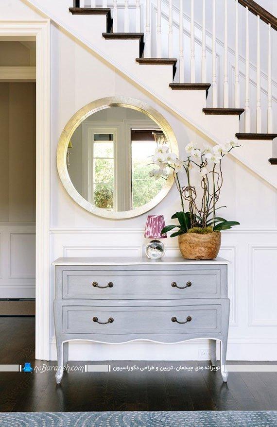تزیین فضای اطراف راه پله دوبلکس با آینه و چیدمان مبلمان