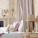 کاغذ دیواری اتاق خواب، نمادی از طبیعت با رنگهای شاد