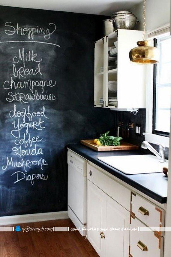 تزیین ساده دیوار اشپزخانه. دکوراسیون شیک آشپزخانه با سیاه و سفید. تزیین آشپزخانه با کابینت سفید و دیوار سیاه