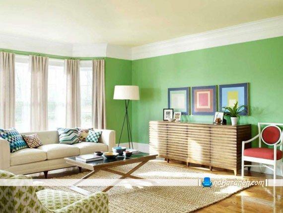 هارمونی رنگ سبز و کرم در دکوراسیون پذیرایی