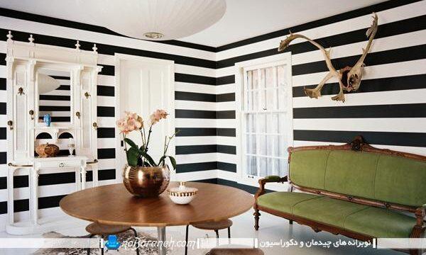 دیزاین اتاق نشیمن با کاغذ دیواری سیاه و سفید راه راه