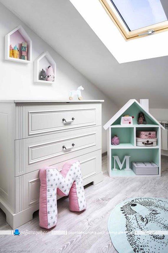 دیزاین اتاق نوزاد به شکل ساده با مبلمان های سفید رنگ