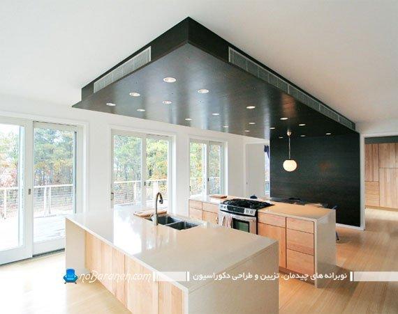 آشپزخانه مدرن با دیوار و سقف کاذب چوبی