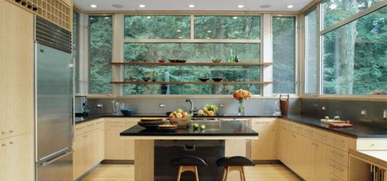 طراحی دکوراسیون داخلی آشپزخانه با کرم و خاکستری