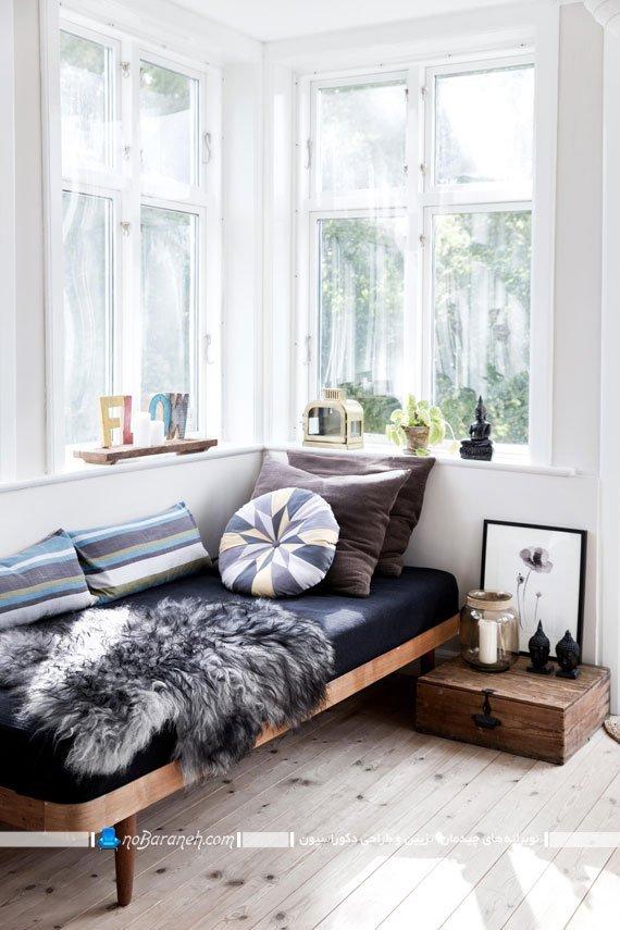 کاناپه چوبی نصب شده به دیوار