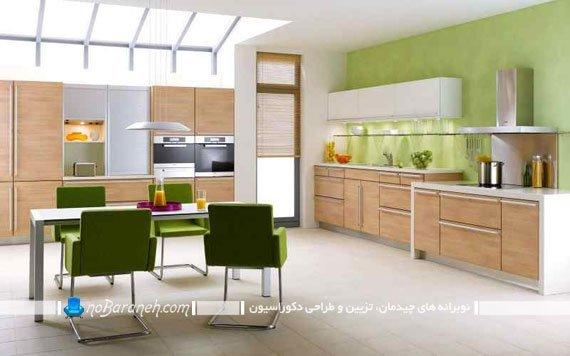 کابینت های کرم رنگ و دیوارهای سبز آشپزخانه