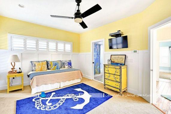 تزیین اتاق بچه با دیوارهای زرد رنگ. رنگ آمیزی اتاق خواب پسرانه با کرم و آبی و سفید. فرش آبی رنگ اتاق کودک. مبلمان زرد رنگ اتاق بچه