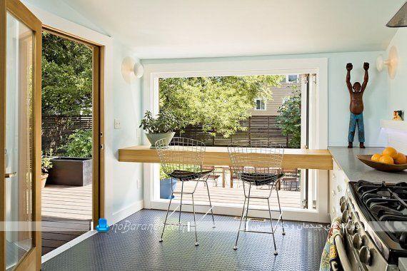 میز ناهارخوری برای آشپزخانه کوچک با تبدیل صفحه های چوبی به میز ارزان قیمت. ایده های شیک و مدرن برای چیدمان میز نهارخوری در آشپزخانه های کوچک. شیک ترین مدل میز ناهار خوری دو نفره چوبی و ارزان قیمت. تبدیل شلف دیواری به میز ناهار خوری