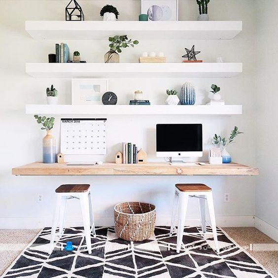 تبدیل شلف چوبی به میز تحریر کمجا برای اتاق خواب. مدل های جدید شلف دیواری مدرن شیک فانتزی با رنگ سفید.