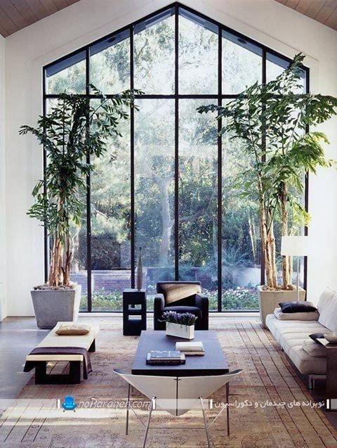 پنجره بزرگ کلبه ای شکل با ویو حیاط خانه ویلایی
