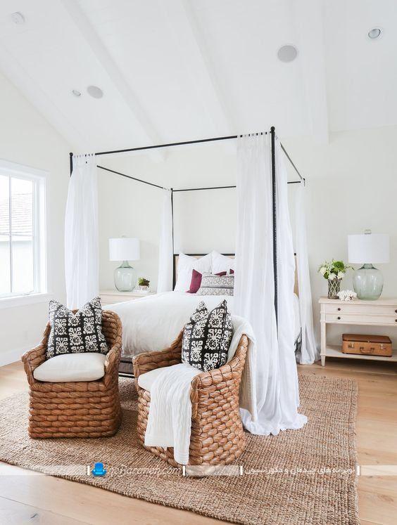 تور تزیین تخت خواب عروس در مدل های فانتزی شیک مدرن به شکل پرده های سفید رنگ. تور بالای تخت خواب عروس در مدل های زیبا. مدل تخت و سرویس خواب پرنسسی اتاق عروس