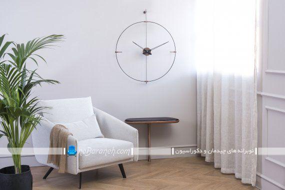 ساعت دیواری فانتزی و شیک با طراحی جدید و مدرن بدون صفحه و شماره با بدنه فلزی ساده.